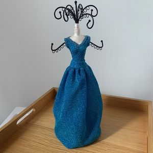 GLAM Sparkly Blue Dress Necklace Jewelry Holder